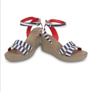 Crocs Leigh graphic wedge, sandals, stripe size 6